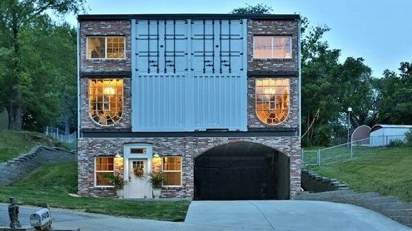 Casa container com tijolos à vista
