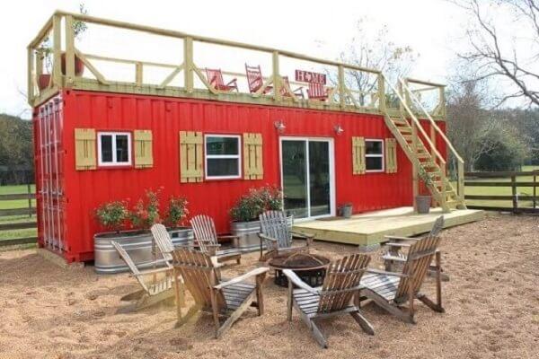 Casa container vermelha com terraço