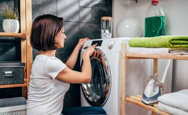 Como limpar máquina de lavar roupa com água sanitária