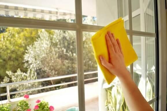Como limpar vidros com álcool, água e vinagre