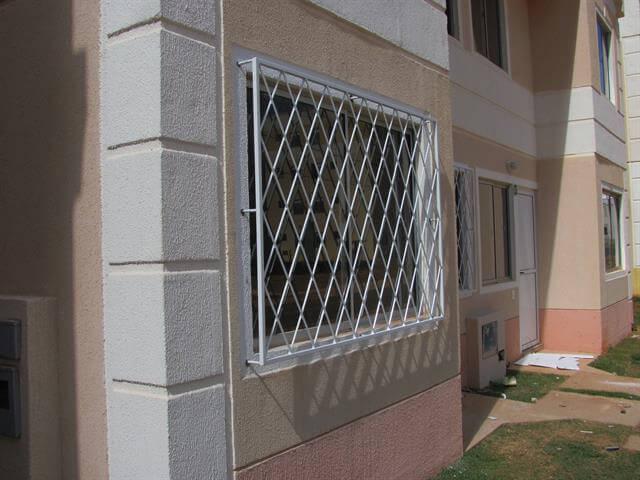 Grades para janelas brancas