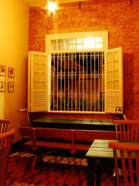 Grades para janelas em restaurante Projeto de Studio Due Arquitetura