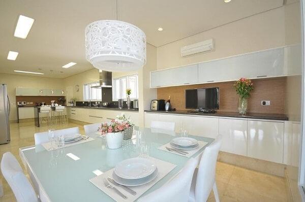 os lustres para sala oval branco são muito utilizados pelos decoradores