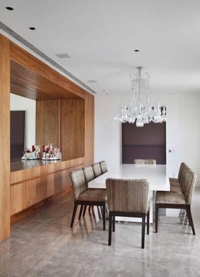os lustres para sala em estilo clássico chamam a atenção