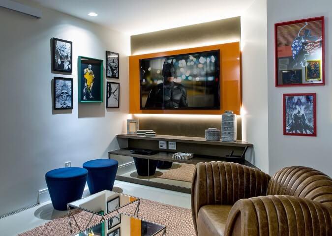 Painel para sala em vidro laranja Projeto de Milla Holtz