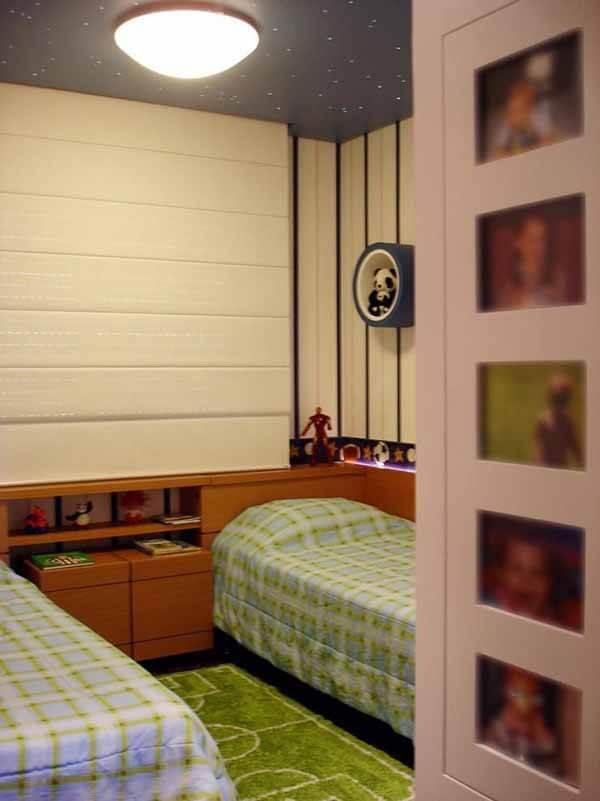 Quarto infantil planejado com duas camas simples