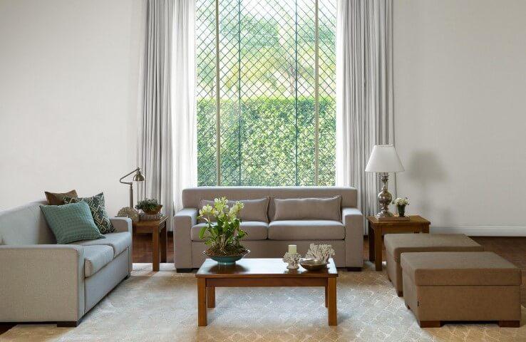 Sala de estar com grades para janelas Projeto de Codecorar