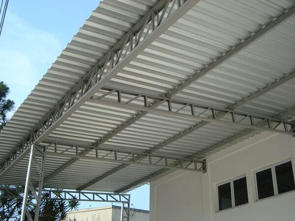 Tipos de telha metálica para estrutura de galpão