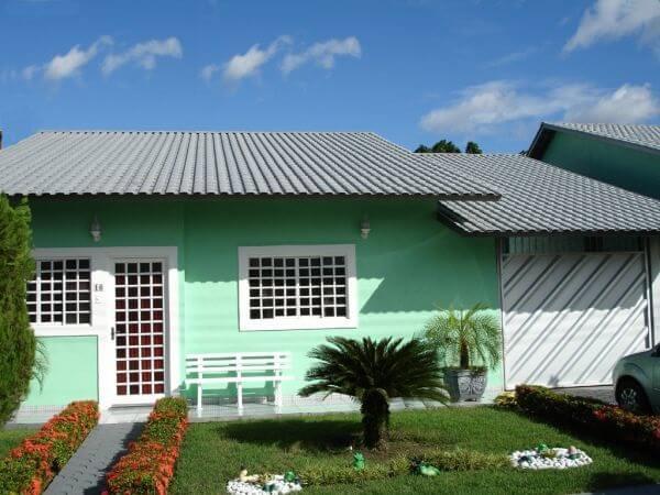 telhado formado por telhas de PET