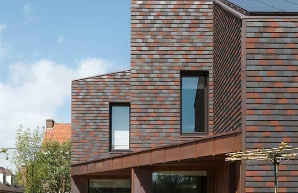 Projetos usam também tipos de telhas coloridas como revestimento