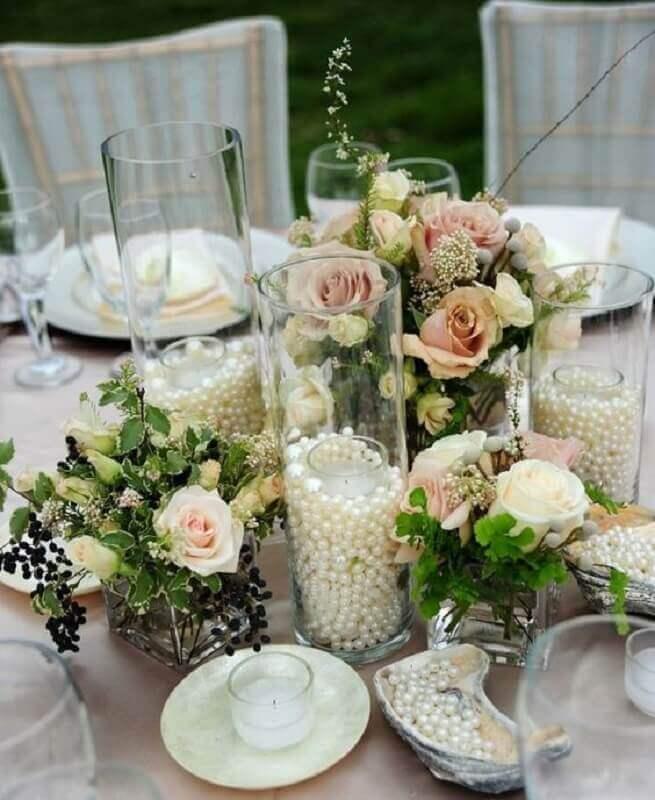 arranjo com pérolas e flores para decoração bodas de pérola  Foto Wedding Ideas