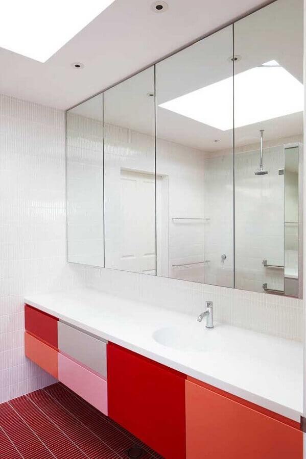 banheiro vermelho decorado com portas coloridas para armário Foto Bedroom Furniture