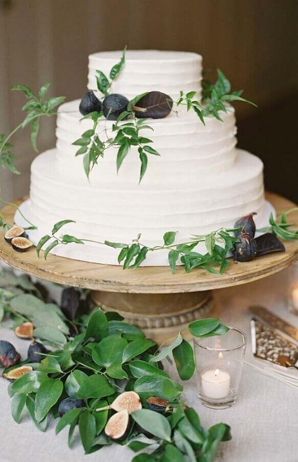 bolo bodas de pérola  decorado com folhagem  Foto Pinterest