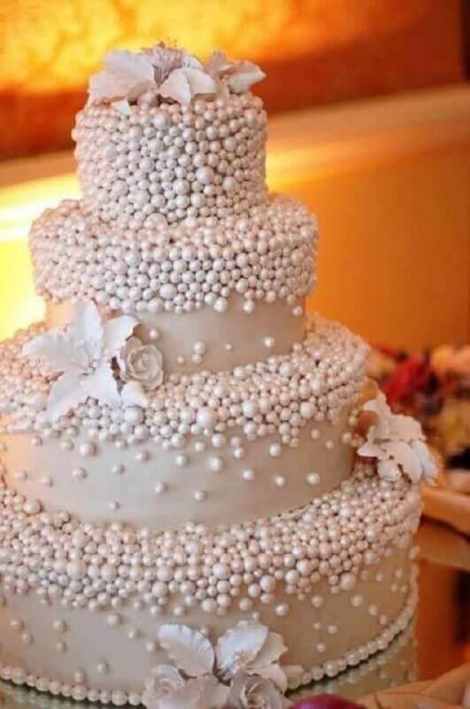bolo bodas de pérola decorado com muitas pérolas  Foto Pinterest