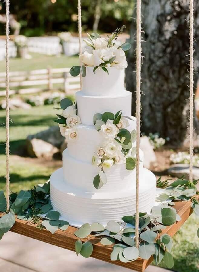 bolo bodas de pérola decorado com rosas brancas  Foto Michelle Garibay Events