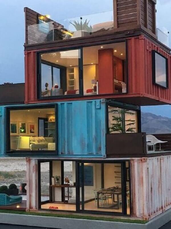Casa container com três andares