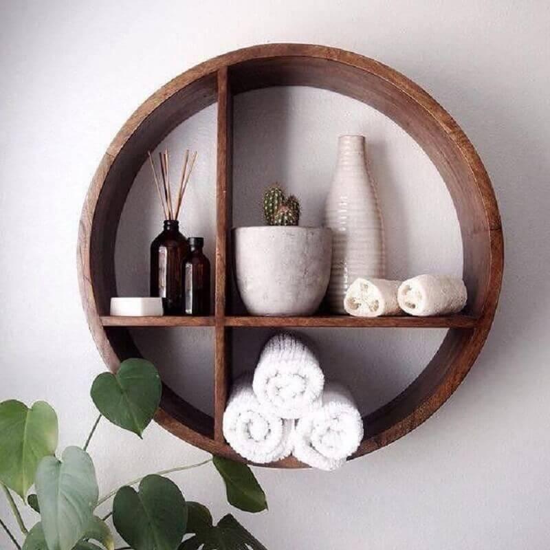 decorção com toalhas e vasinhos para nicho redondo de madeira Foto Decorating Ideas
