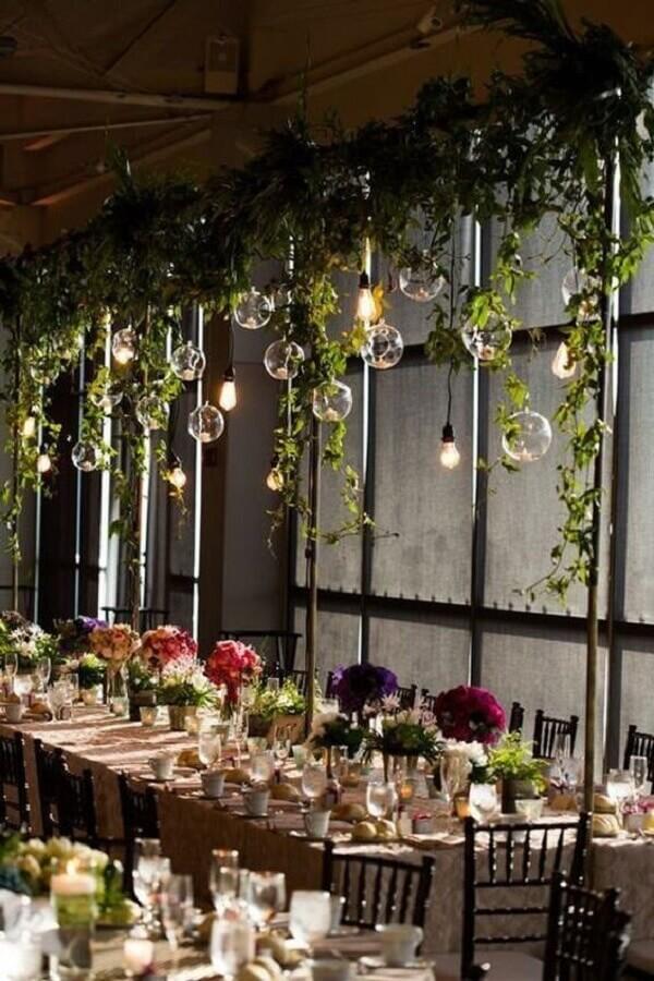 decoração bodas de pérola com pendentes minimalistas e ramos de plantas  Foto AisyaHome