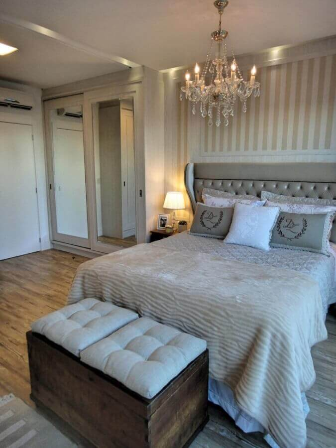 decoração clássica com lustre para quarto de casal Foto Gabriela Herde