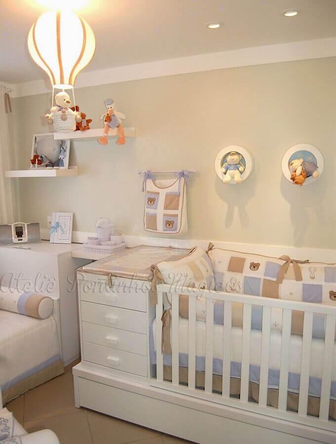decoração com lustre para quarto de bebê Foto HGTV Decor