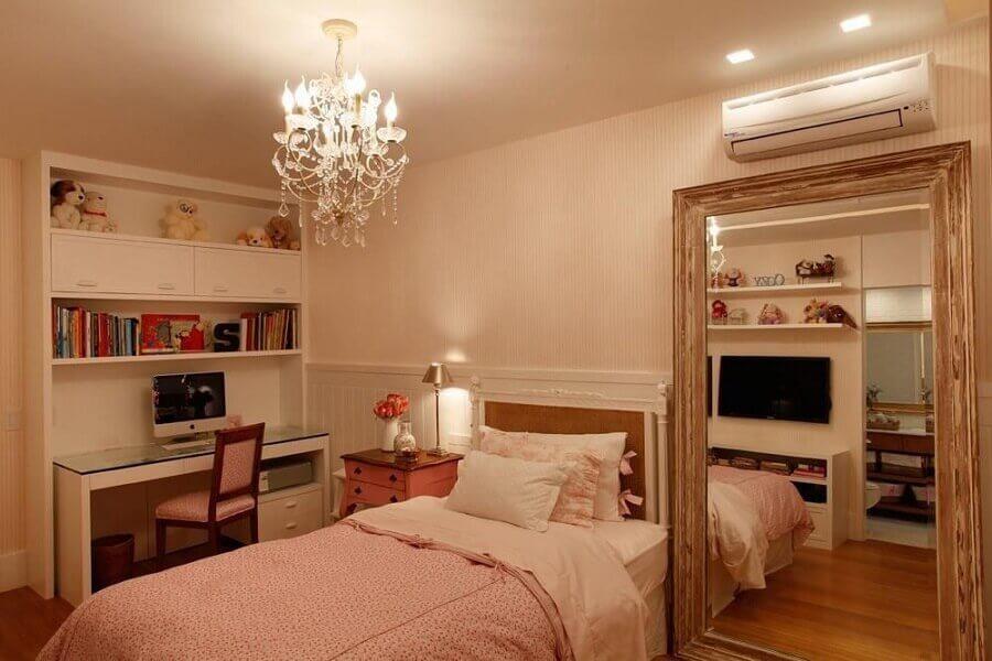 decoração com lustres para quarto de solteiro