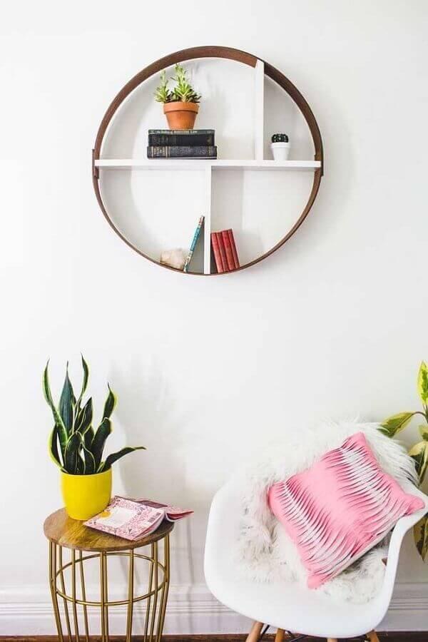 decoração com nicho redondo com prateleira branca Foto Interior Design Blogs