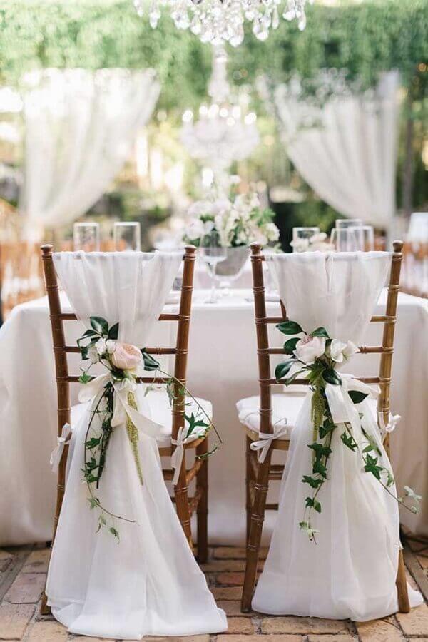 decoração de cadeiras para  bodas de pérola com  Foto Wedding Decor