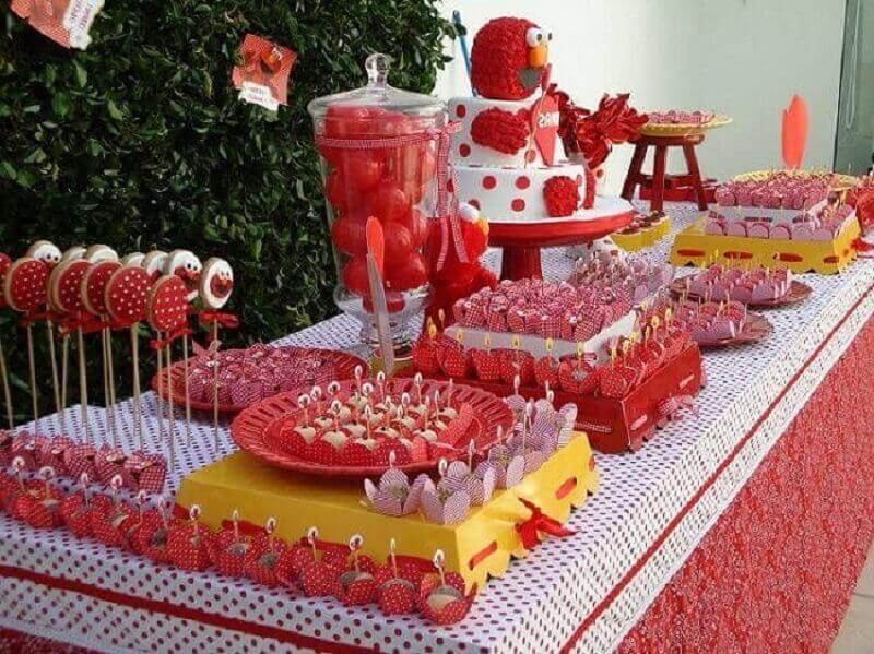 decoração de festa infantil toda vermelha e branca Foto Pinterest