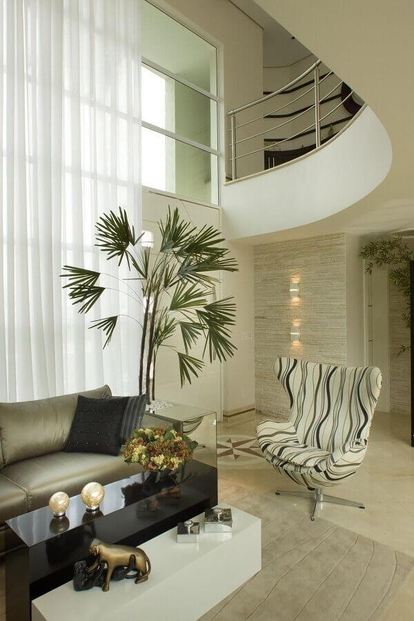 decoração em tons neutros para casa com mezanino Foto Aquiles Nicolas Kílaris