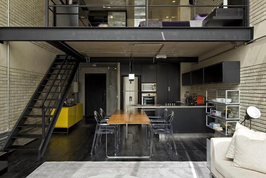 decoração industrial para casa loft com mezanino de metal Foto Diego Revollo