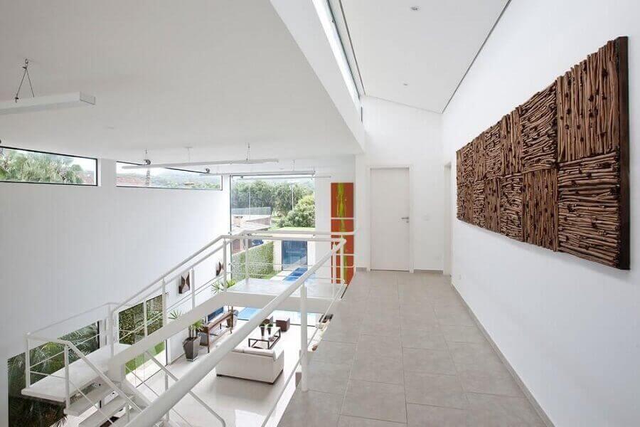 decoração mezanino corredor com quadro de marrom Foto FC Studio