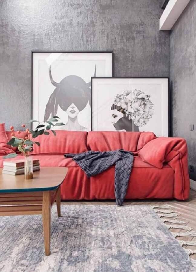 decoração moderna para sala cinza com sofá vermelho Foto Behance