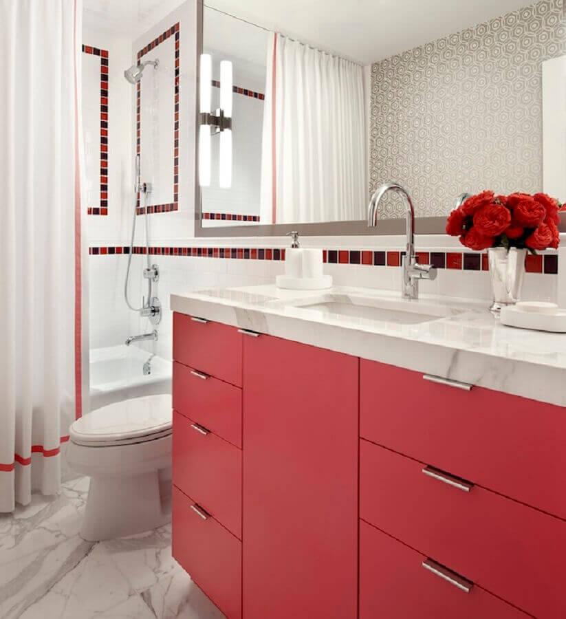 decoração para banheiro com gabinete vermelho Foto DecorPad