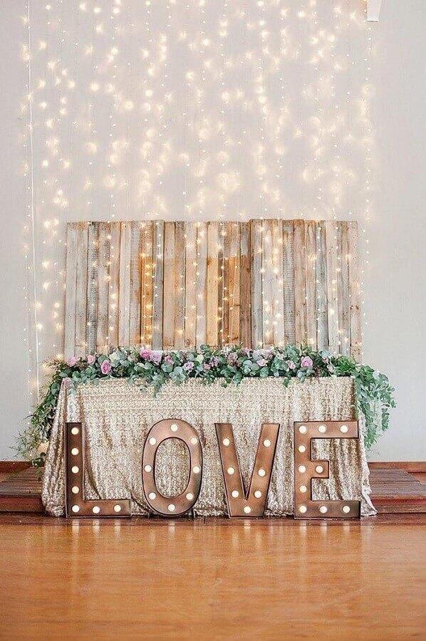 decoração para bodas de pérolas com cortina de luzinhas Foto Weddbook