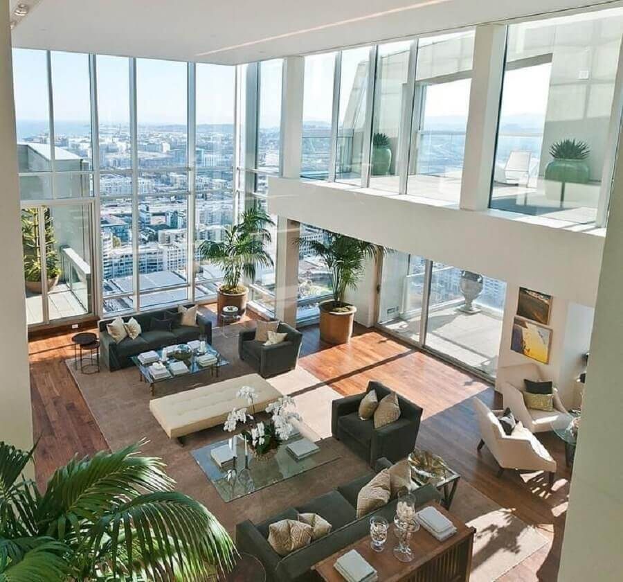 decoração para casa com mezanino e grandes de vidro Foto Grasiela Mânica