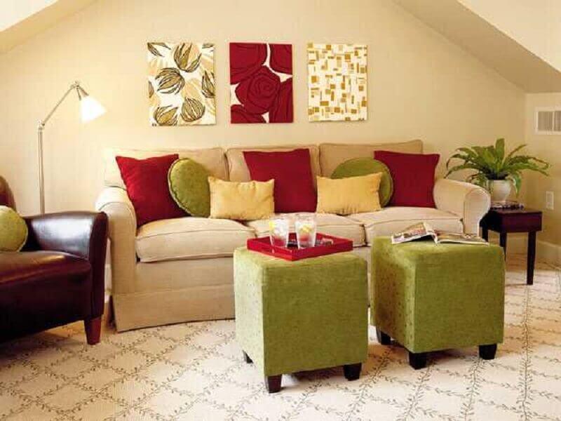 decoração para sala de estar em tons de vermelho e verde Foto Lushome