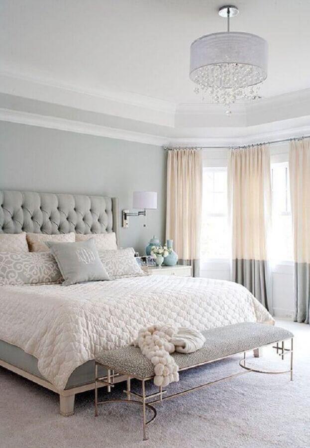 decoração romântica para quarto de casal com lustre