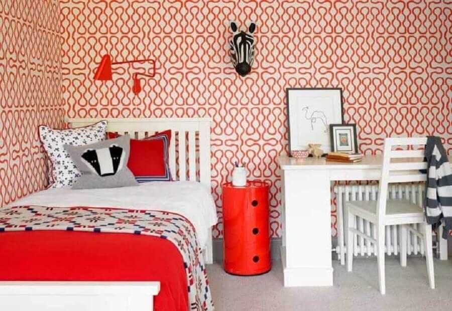 decoração vermelho e branco para quarto com papel de parede e escrivaninha Foto Pinterest
