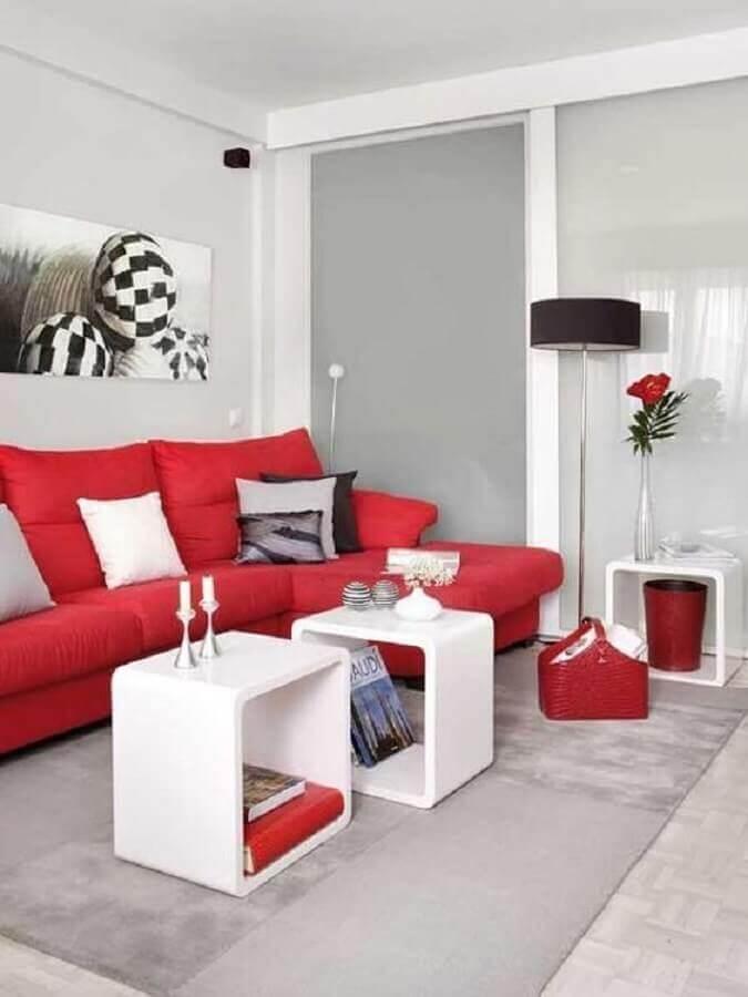 decoração vermelho e branco para sala com tapete cinza Foto Pinterest