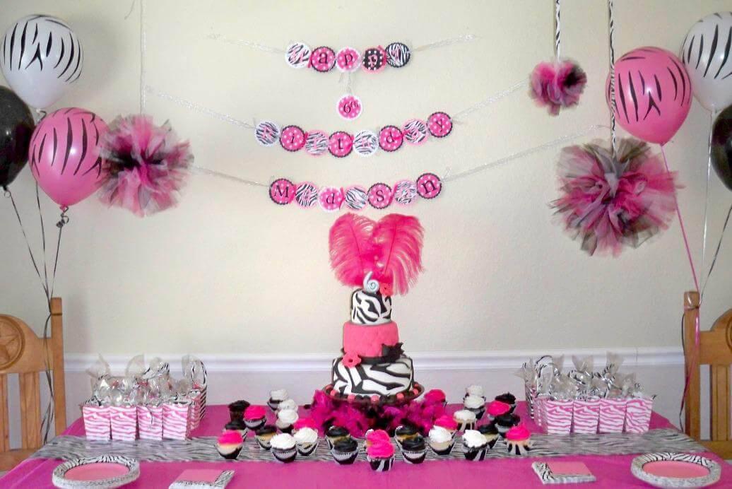 decoracao de festa infantil com bandeirinhas na parede