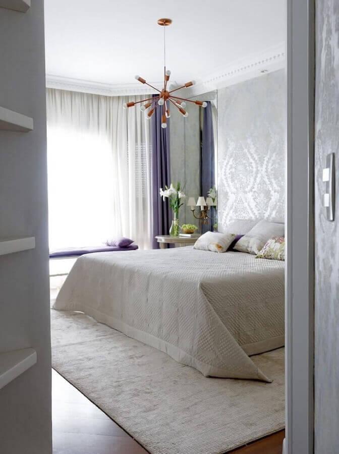 design moderno de lustres para quarto com decoração clean