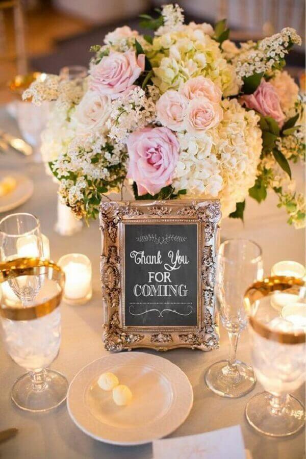 detalhes decorativos para bodas de pérola  Foto Pinosy