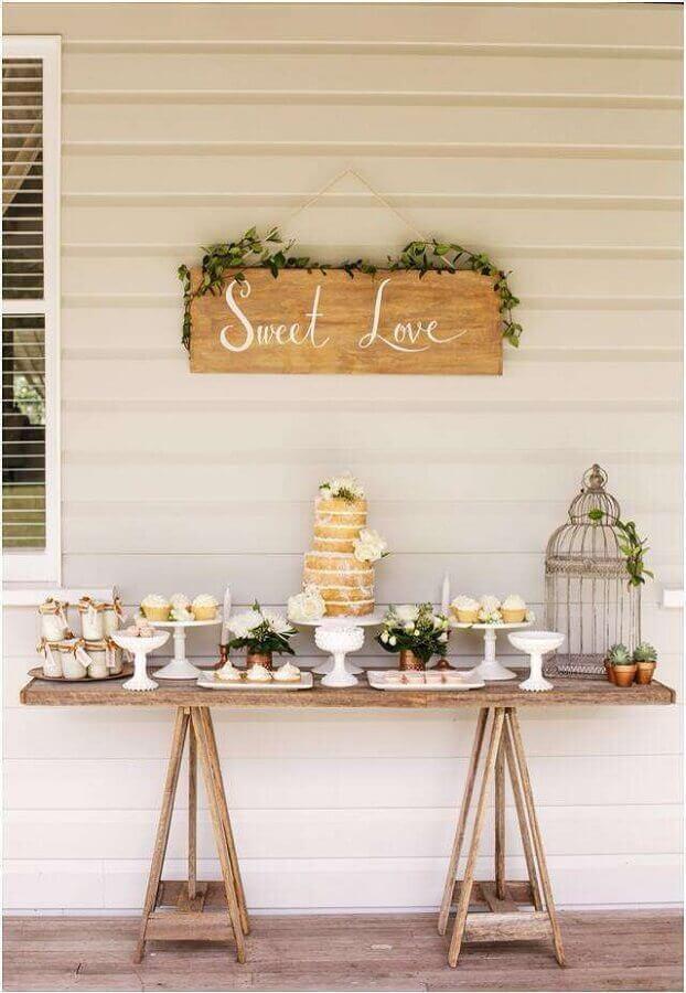 mesa rústica para decoração bodas de pérola  Foto Lar Doce Ana