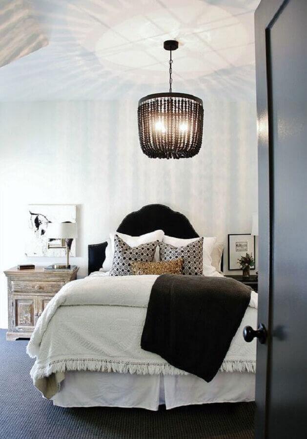modelo de lustre preto para decoração de quarto de casal