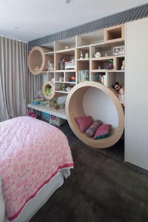 quarto decorado com nichos redondos em tamanhos diferentes Foto Pinterest