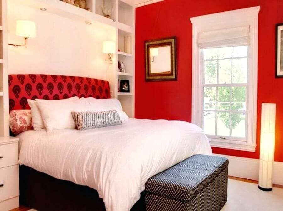 quarto decorado com parede vermelha Foto Homedidecoirt