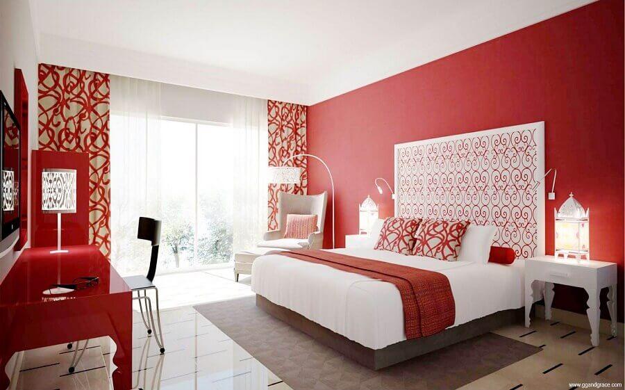 quarto vermelho e branco decorado com cortinas estampadas Foto Home Design