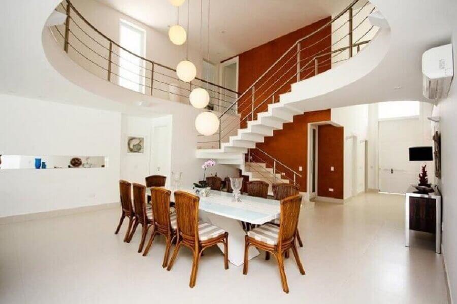 sala de jantar ampla com mezanino Foto Galeria da Arquitetura