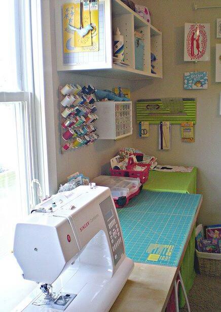 atelier de costura - ateliê simples com máquina de costura