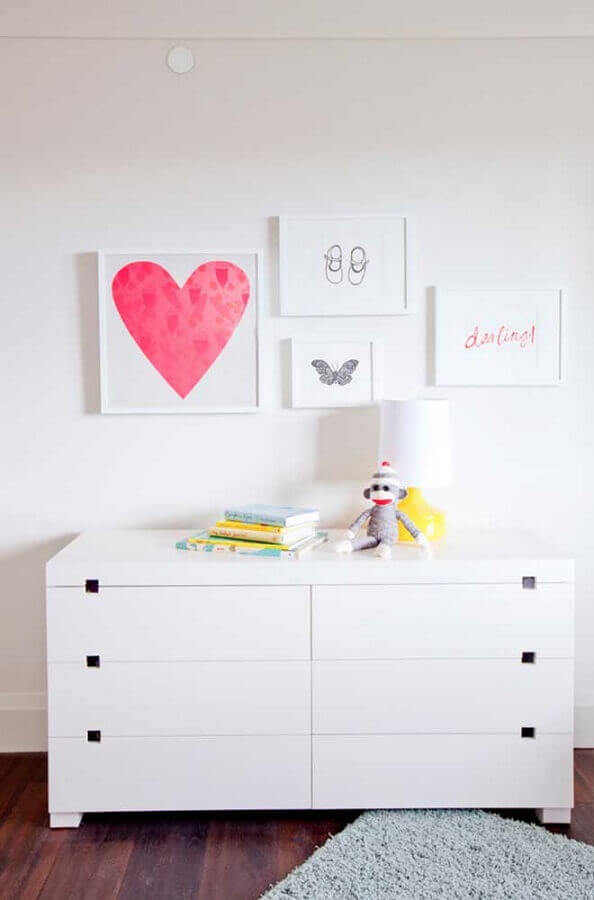 cômoda branca com design moderno  Foto Wood Save